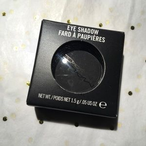 Mac Eyeshadow 'Carbon.'